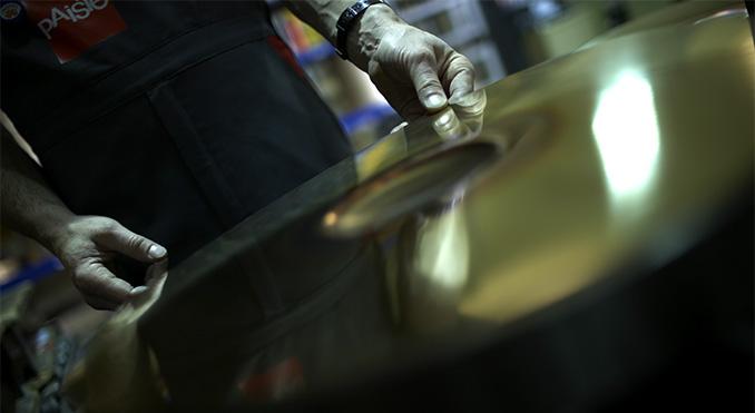 Besøg på paiste fabrik - artikel på Trommeslageren.dk